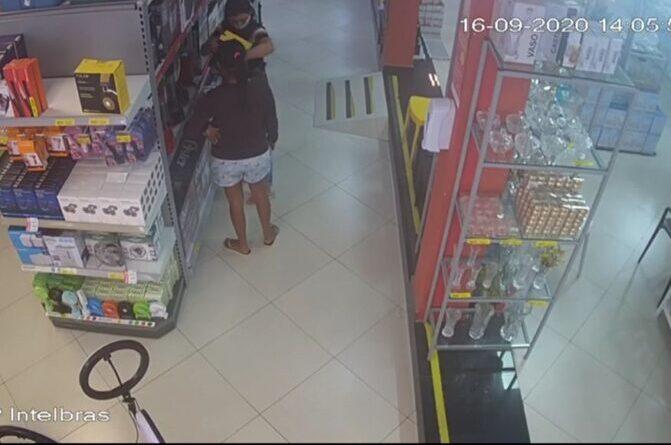 Mulheres são presas após câmeras flagrarem furto de aparelho eletrônico