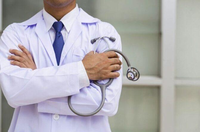 Secretaria de Saúde da Paraíba divulga processo seletivo com 40 vagas para médicos; inscrições já começaram