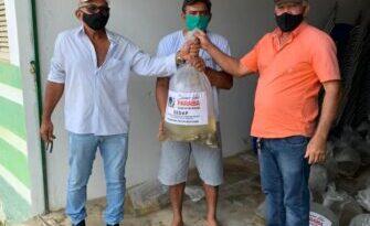 Prefeitura de Emas entrega alevinos ao produtores rurais